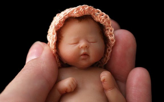 camille allen babies sculptures 06 in Cute and Amazing Baby Sculptures by Camille Allen