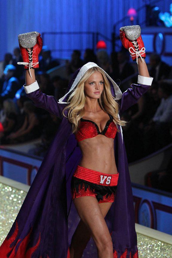 victorias secret fashion show 05 in Attractive Models from Victorias Secret Fashion Shows
