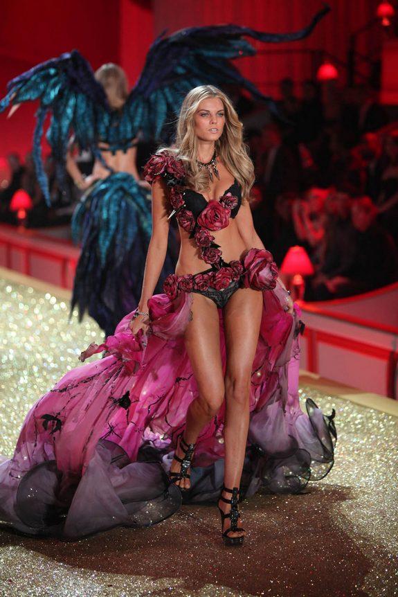 victorias secret fashion show 07 in Attractive Models from Victorias Secret Fashion Shows