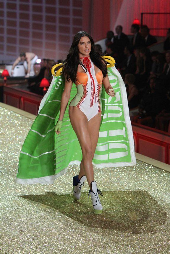 victorias secret fashion show 08 in Attractive Models from Victorias Secret Fashion Shows