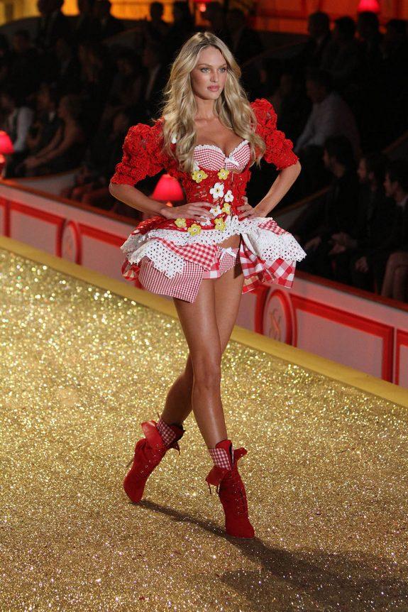 victorias secret fashion show 09 in Attractive Models from Victorias Secret Fashion Shows