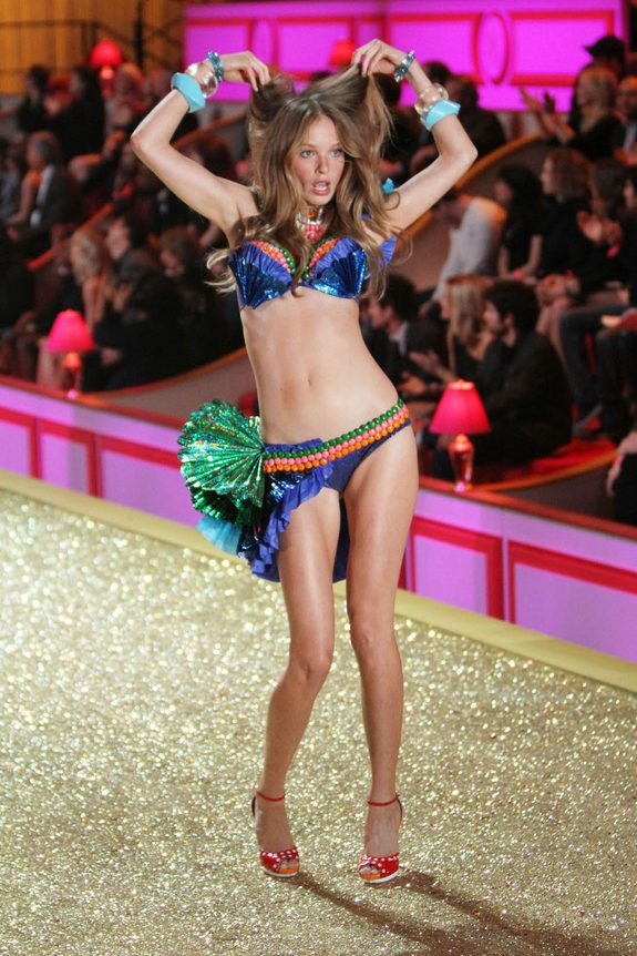 victorias secret fashion show 11 in Attractive Models from Victorias Secret Fashion Shows