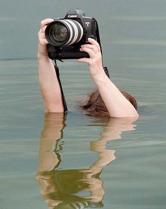 funny photographers 28 in 36 Photographers That Would Do Everything to Get That Photo Right