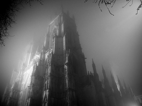 22 spooky photos 07 in 22 Spooky and Creepy Black and White Photos