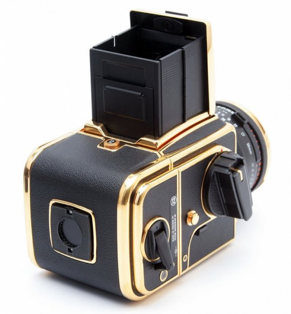 30 year gold camera 03 in Hasselblad 30 Year Gold Exclusive