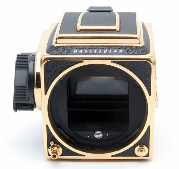 30 year gold camera 04 in Hasselblad 30 Year Gold Exclusive