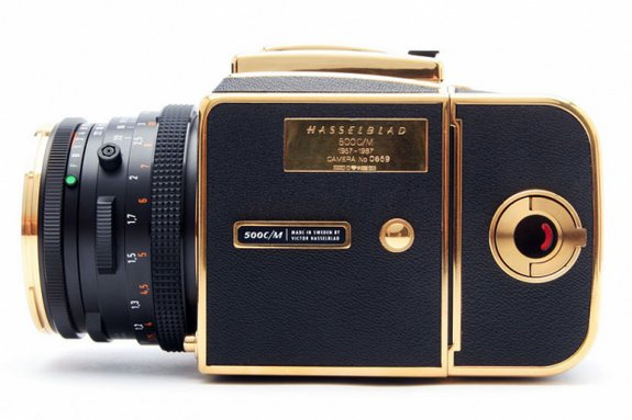 30 year gold camera 05 in Hasselblad 30 Year Gold Exclusive