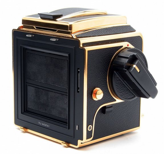 30 year gold camera 06 in Hasselblad 30 Year Gold Exclusive