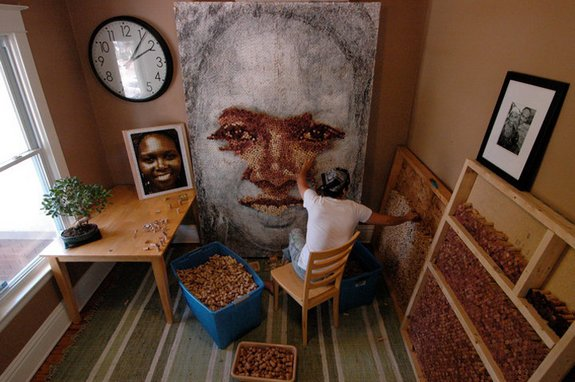 giant portraits 03 in Giant Portraits Made From Thousands of Repurposed Wine Corks