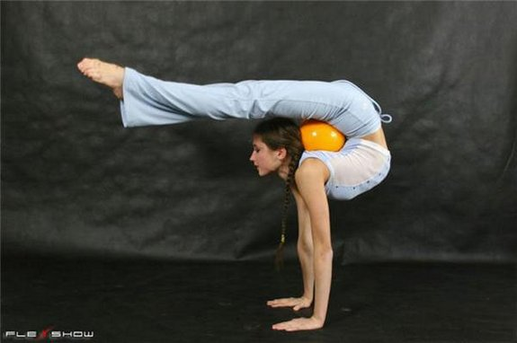 flexible girls 06 in Stunningly Flexible Girls
