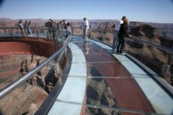 glass bridge above colorado 01 in 4,000 feet glass bridge above Colorado River 