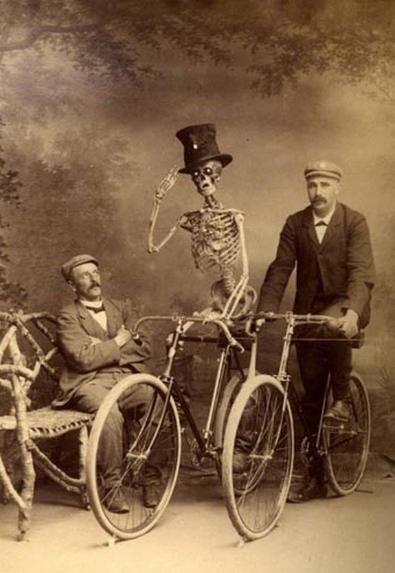bizarre black and white pictures 04 in Top 15 Weirdest B&W Photographs Ever