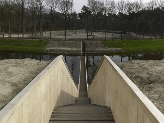 moses bridge astonishingly splits water 01 in Moses Bridge Astonishingly Splits Water