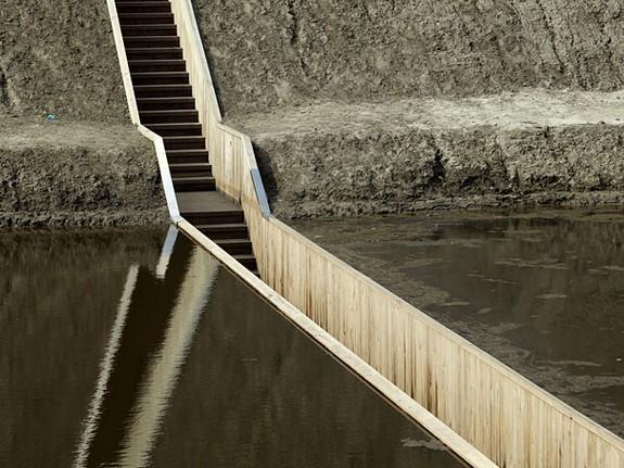moses bridge astonishingly splits water 02 in Moses Bridge Astonishingly Splits Water