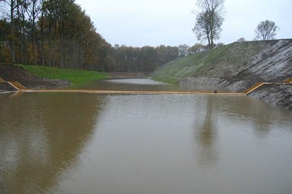 moses bridge astonishingly splits water 03 in Moses Bridge Astonishingly Splits Water