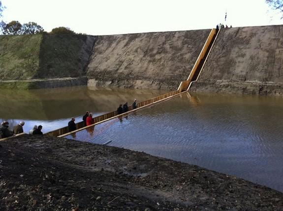 moses bridge astonishingly splits water 07 in Moses Bridge Astonishingly Splits Water