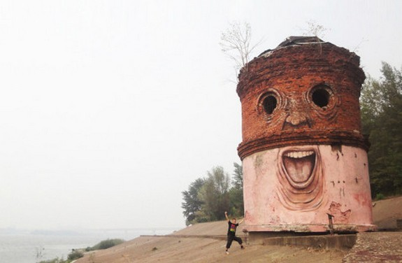 russian street artist raises 04 in Super Cool Building Graffiti Revive Old Buildings